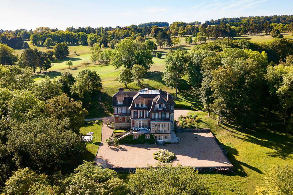 An elegant 19th century Neo-Norman style manor house. Set in about 6.5 hectares with superb wooded grounds and forest. In the vicinity of renowned golf courses.