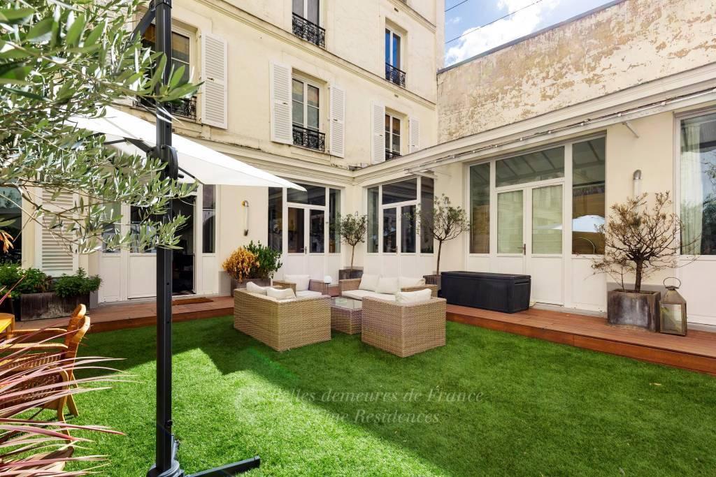 Paris 9th District – A duplex apartment with a 90 sqm terrace