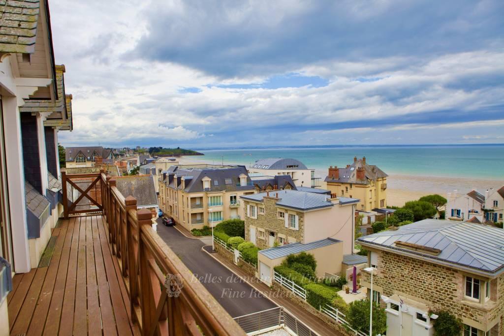 A proximité de Saint Brieuc, élégante Villa d'Architecte XIXème entièrement remaniée, terrasse de 100m2 sur front de mer, piscine intérieure, jardin japonisant ...