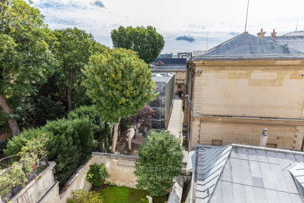 Paris 6th District – An exceptional 4-bed apartment in a prime location