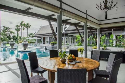 Dining room Swimming pool Chandelier