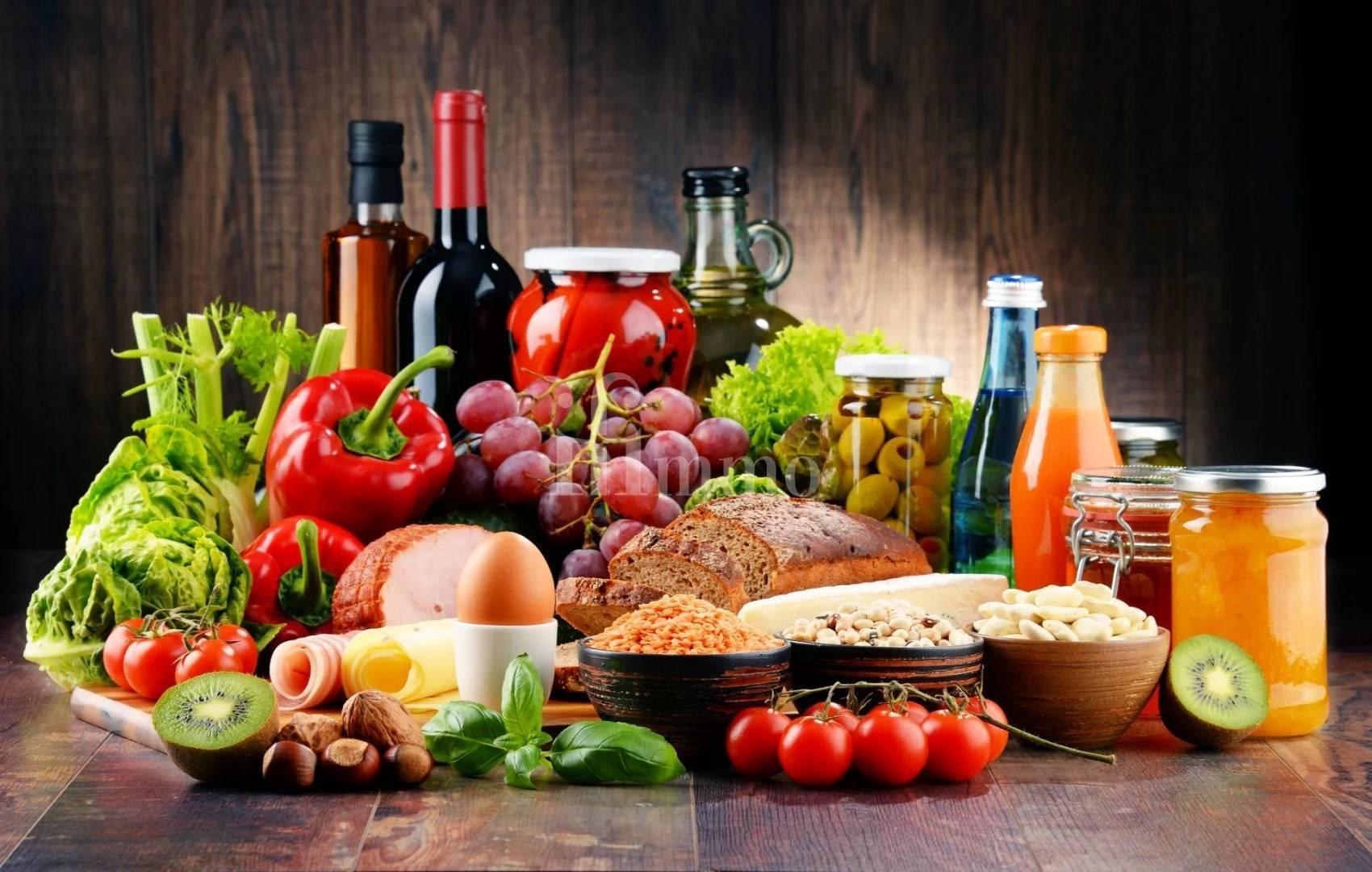 pepper,egg,fruit,spice,breadboard,foodstuffs,plate,bottle,nut,ve