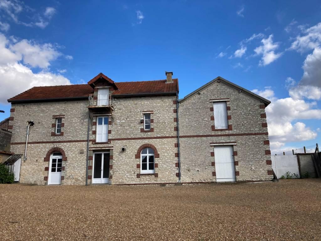 Maison de 172  sur un terrain clos de 2254 m²