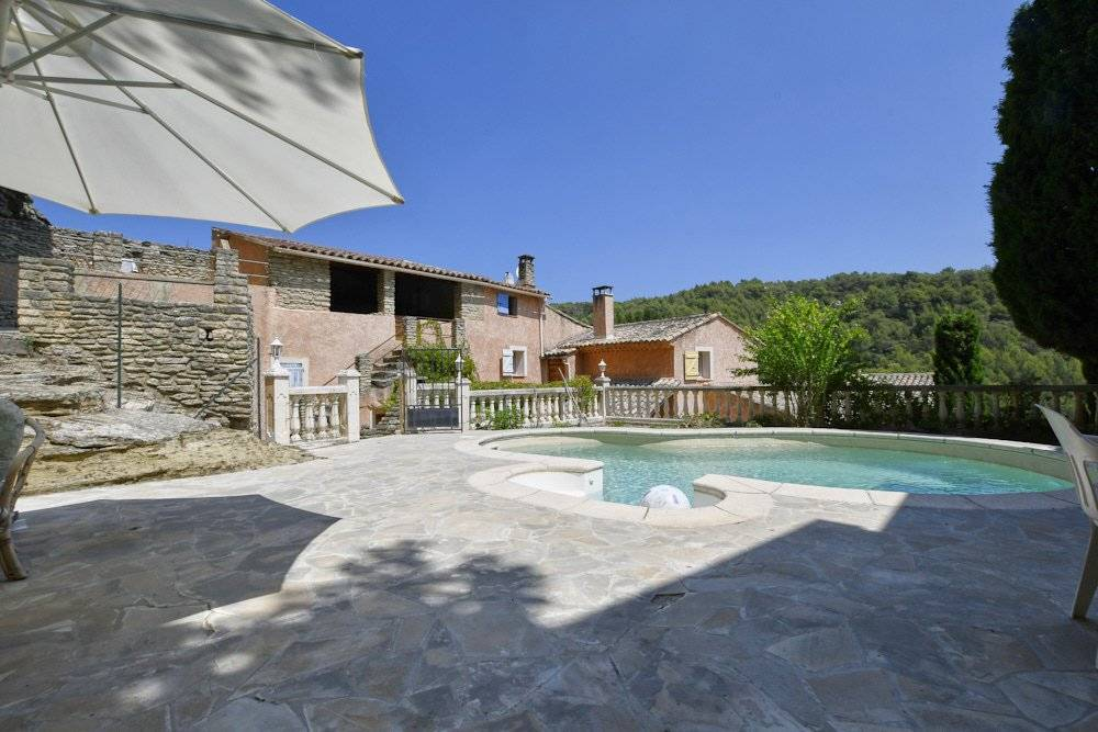 NEAR ISLE SUR LA SORGUE, OLD STONE HOUSE WITH  SUSPENDED GARDEN