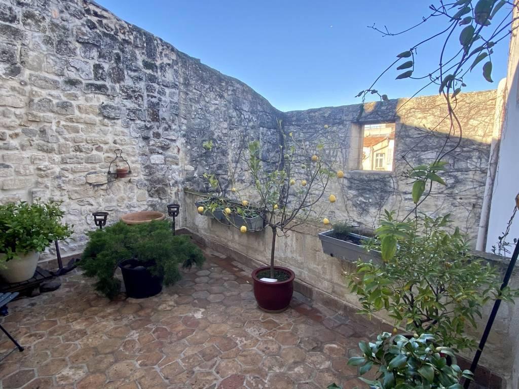 Sale House Arles