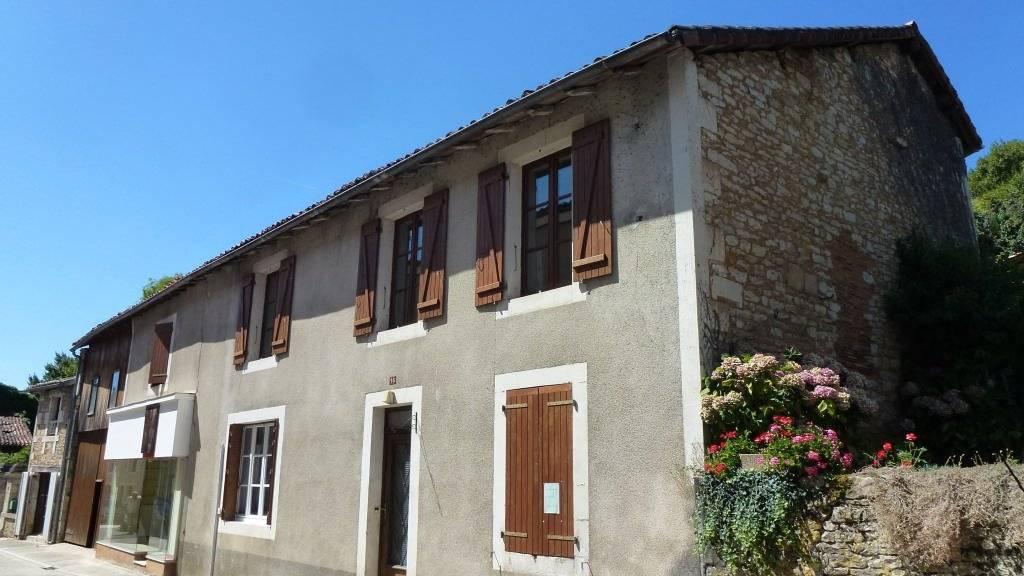 Maison dans un charmant village avec local professionnel