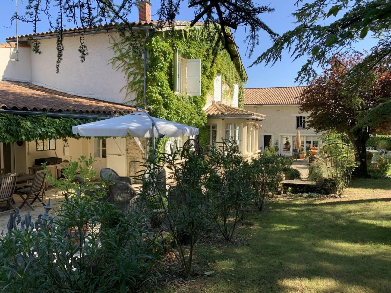 1 19 Saint-Amant-de-Boixe