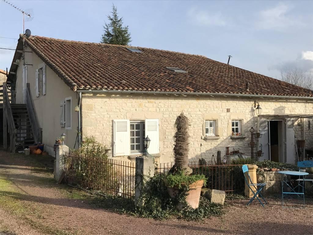 Sale Village house Nanteuil-en-Vallée