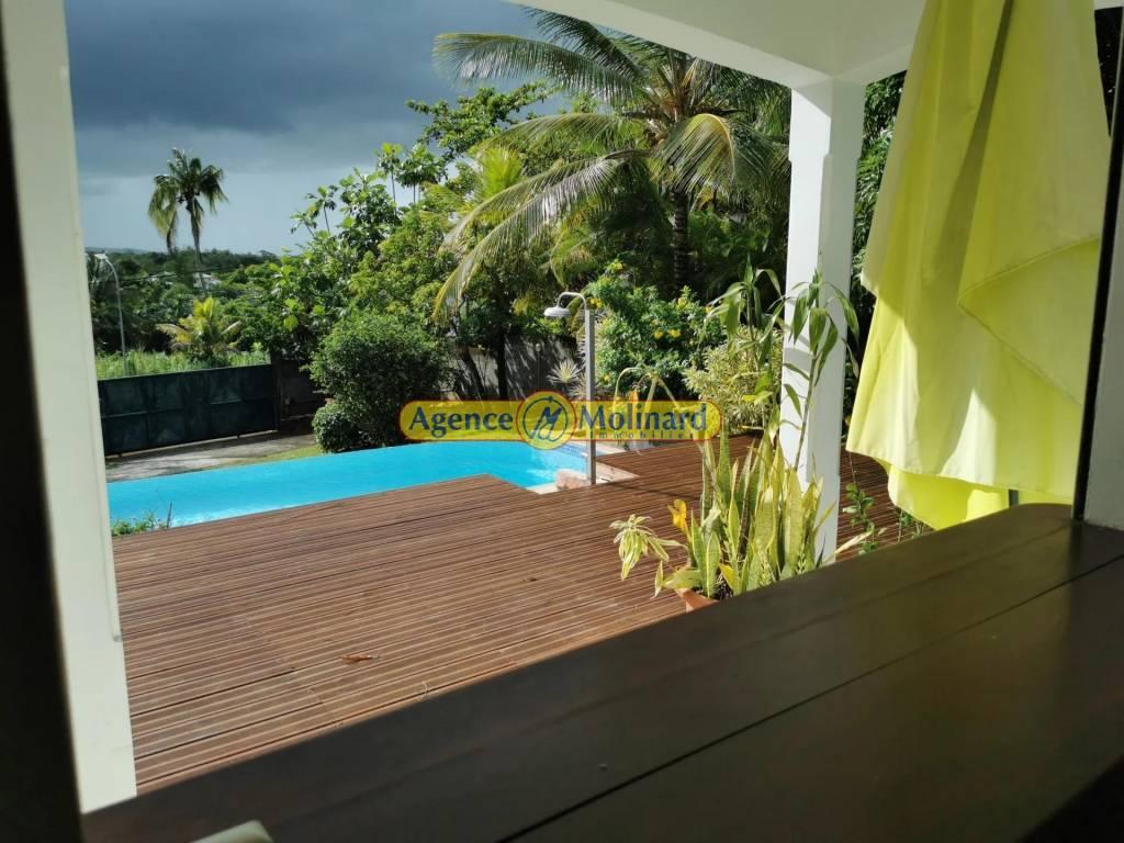 VILLA T4 avec piscine à BAIE MAHAULT