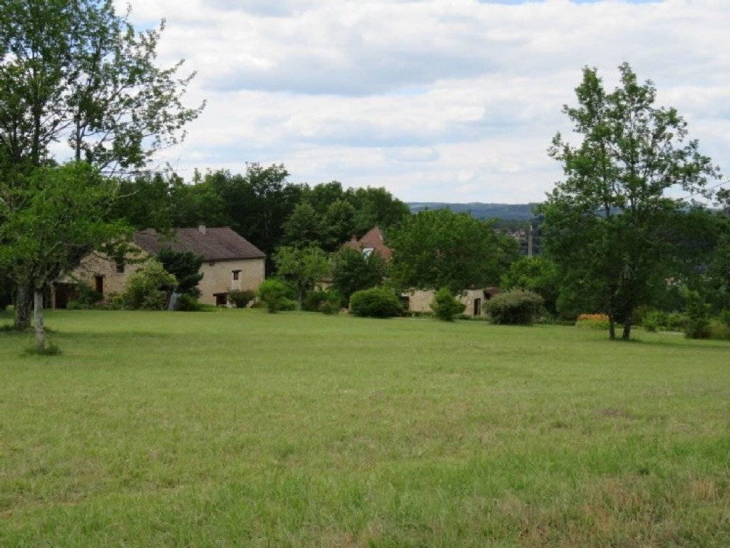 Un grand terrain constructible environ 6300 m2 avec ...