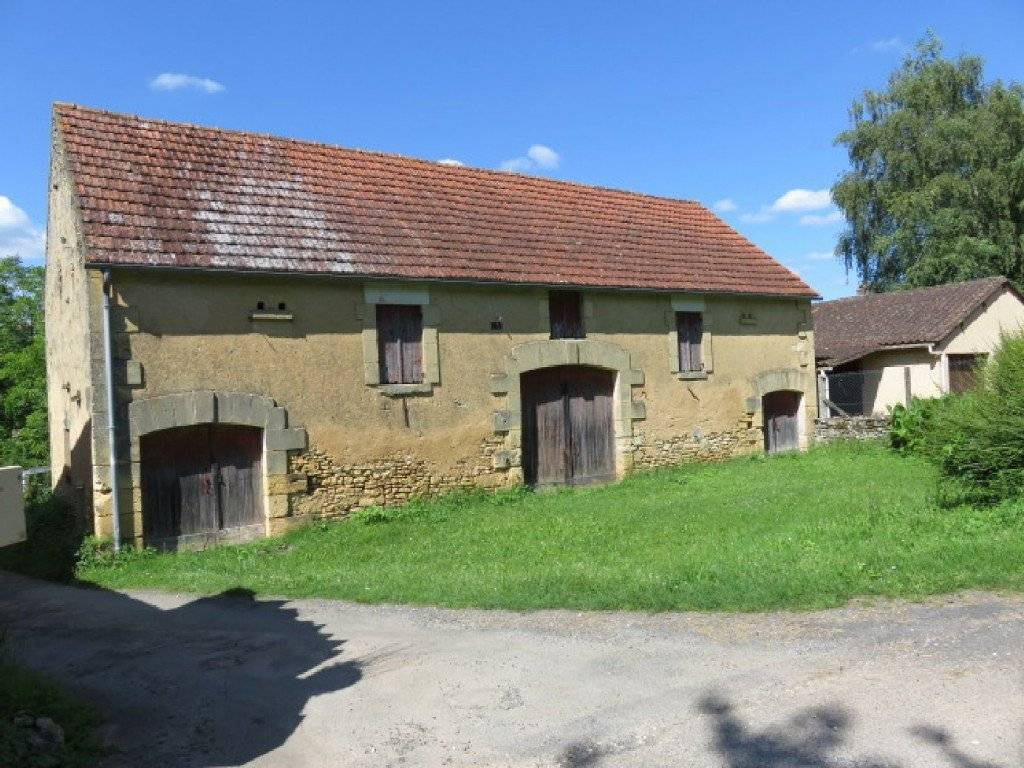 A large stone barn (90 m2 ground surface) in excellent ...
