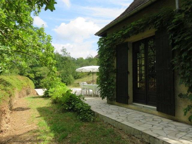 Pretty property with main house, annex house, pool, land 7345 m2 near St Cyprien in the Dordogne