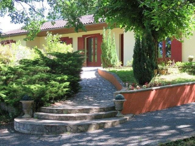 Contemporary house close to Lalinde