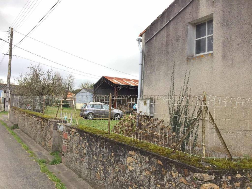 Charming house to renovate in a small village