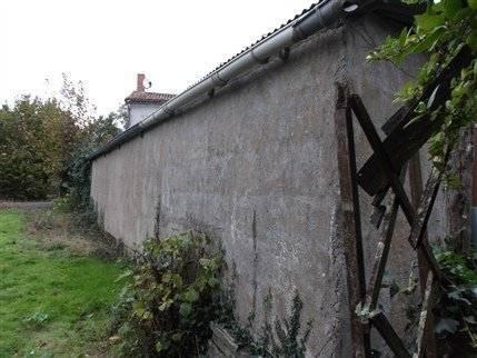 Maison village avec jardin.