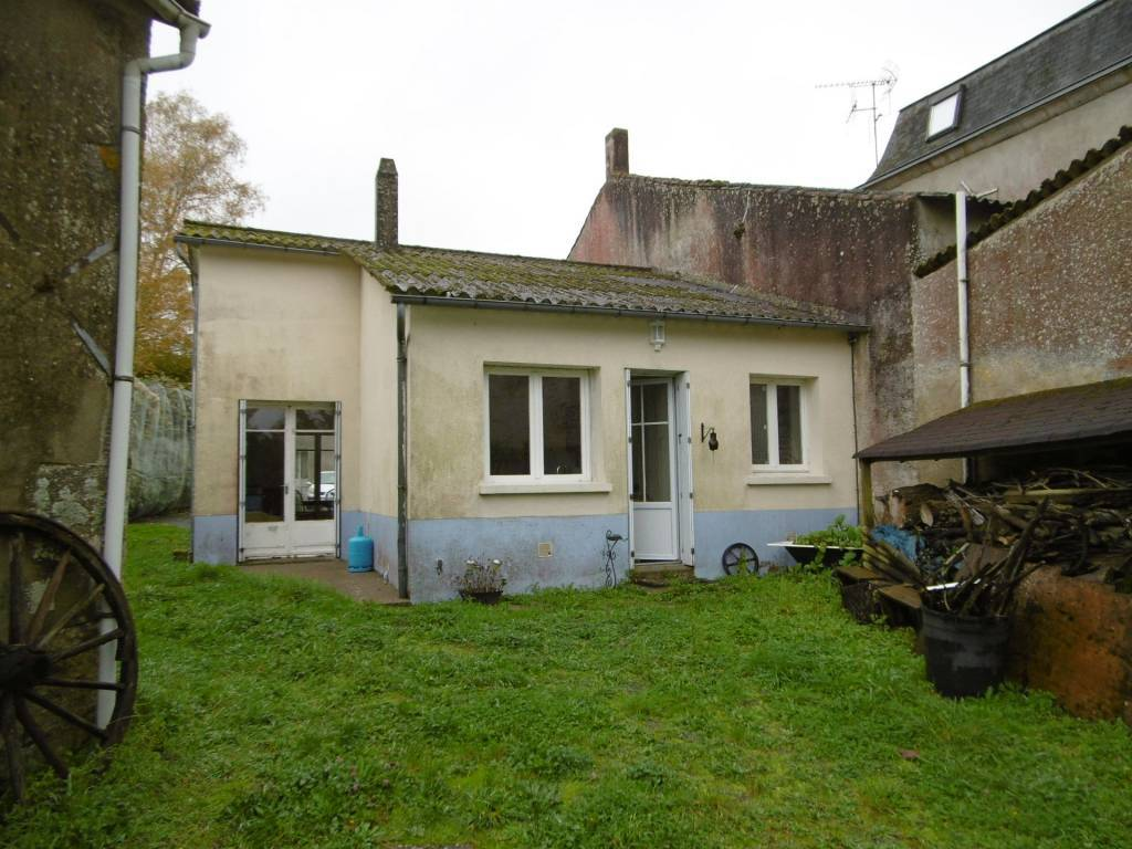 Spacious village house with potential gîte
