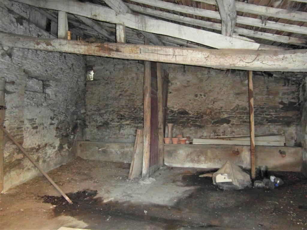 Réduit ! Belle vieille grange en pierre, sur terrain de 650 m2, Le Busseau 79240