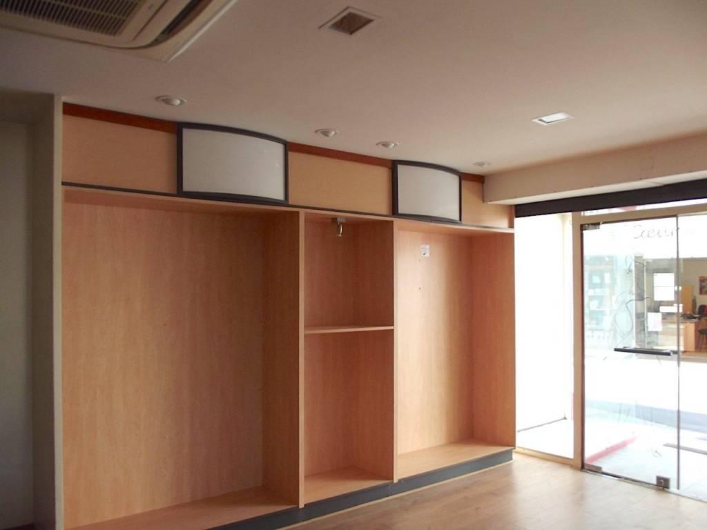 850 m2 - 3 commerces, 5 appartements - Centre ville