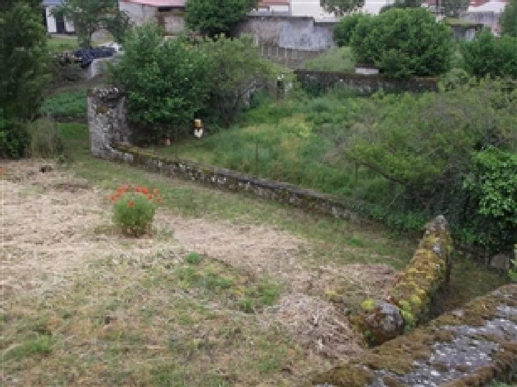 Petite maison à rénover et terrain à bâtir