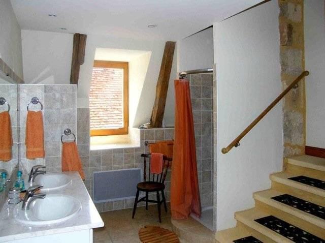 Fermette restaurée, trois gîtes, piscine, cour, proche Beynac-et-Cazenac