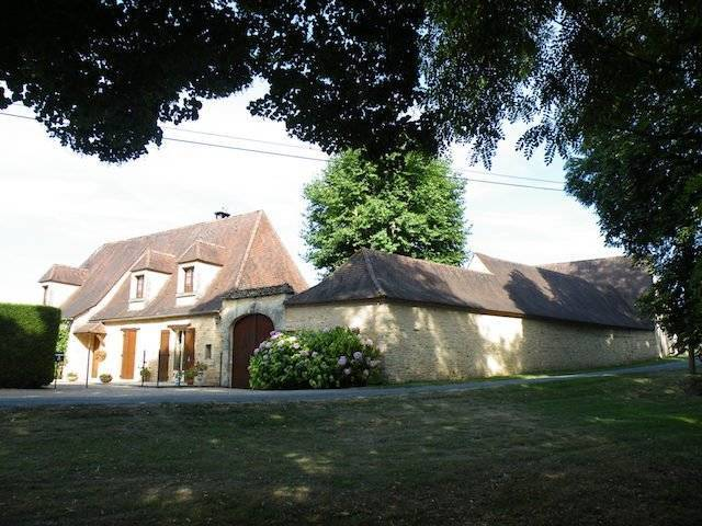 Beautiful farmhouse with heated pool, 2 houses, 18 hectares of land near the Bugue in Black Perigord