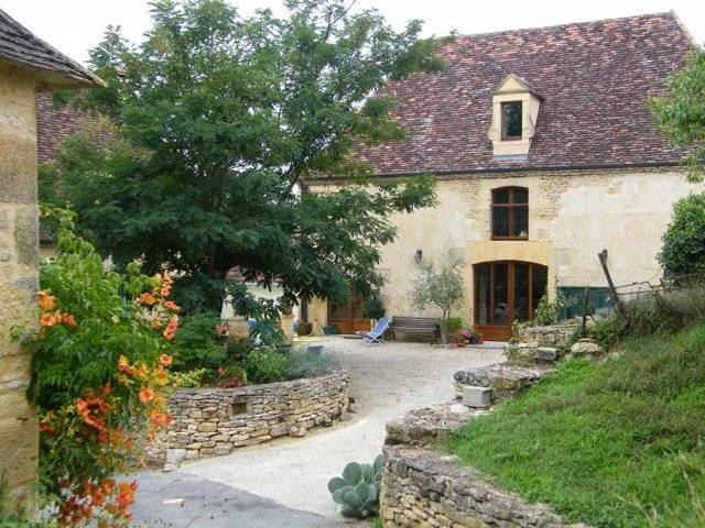 Restored farmhouse, 2 gîtes, swimming pool, courtyard, near Beynac-et-Cazenac