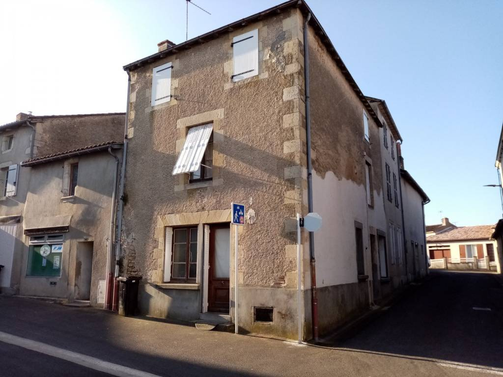 Maison à rénover dans une ville historique