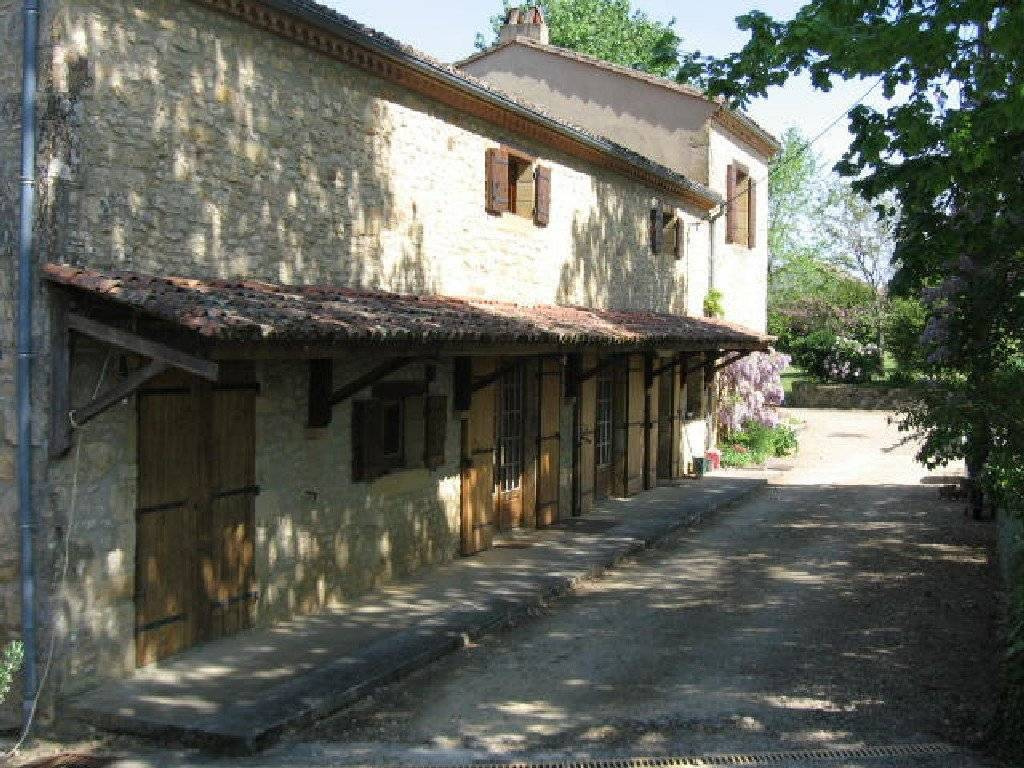 Stone farmhouse with gite (approx. 207 m2), swimming pool ...
