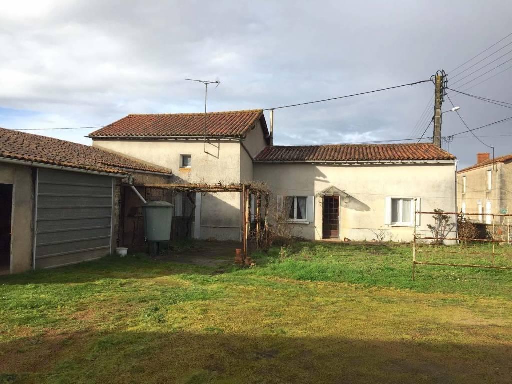 Charmante maison a renover dans petite village