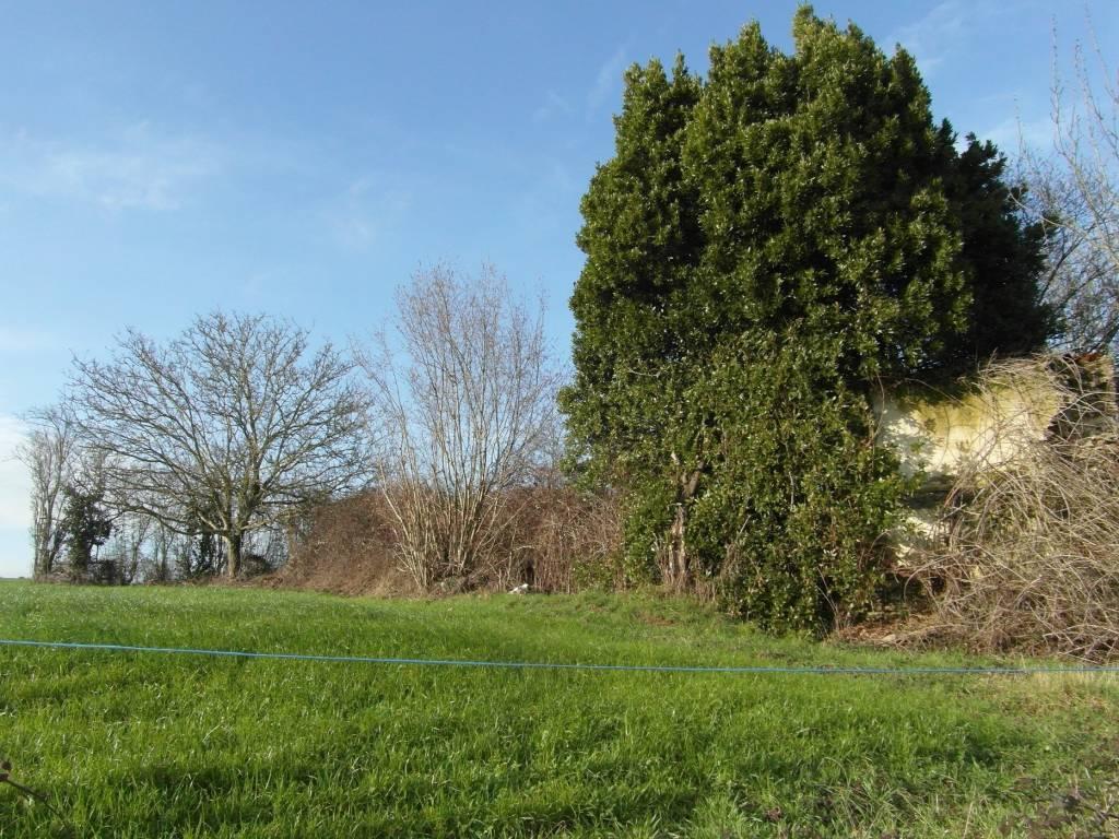 Vieille grange en pierre, sur terrain de 650 m2,