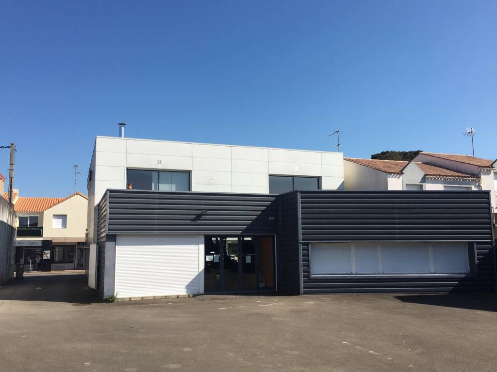 LOCAL COMMERCIAL - 417 M² - CHALLANS