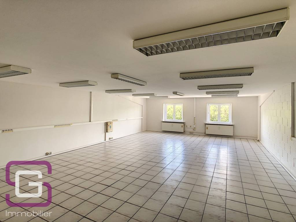 Open space 100m2 for rent in Strassen