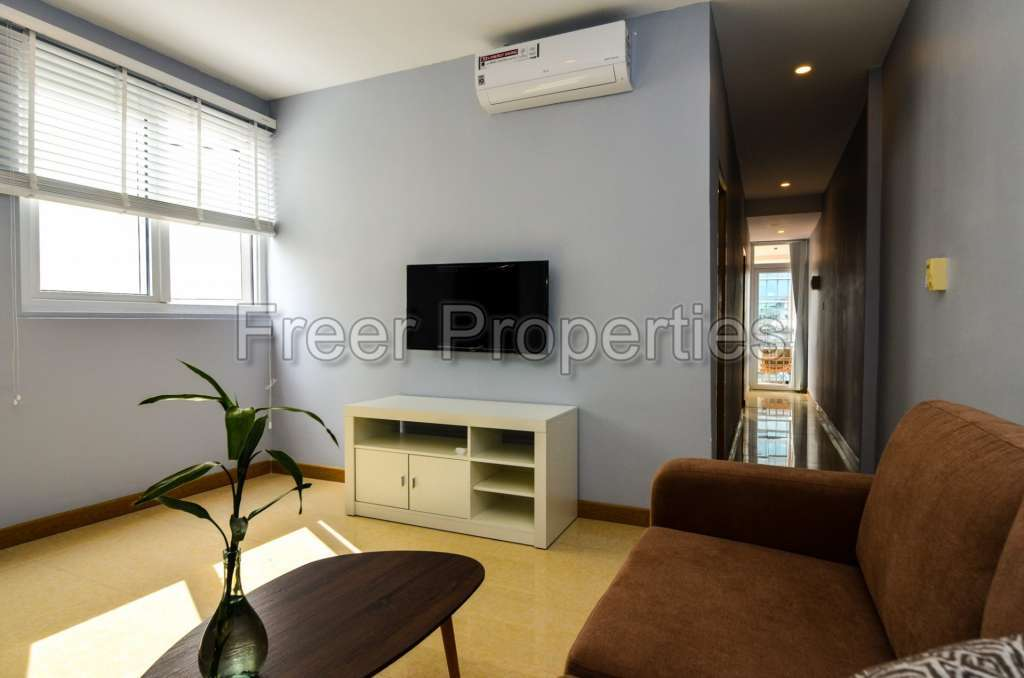 Newly-renovated two-bedroom apartment for rent Wat Phnom