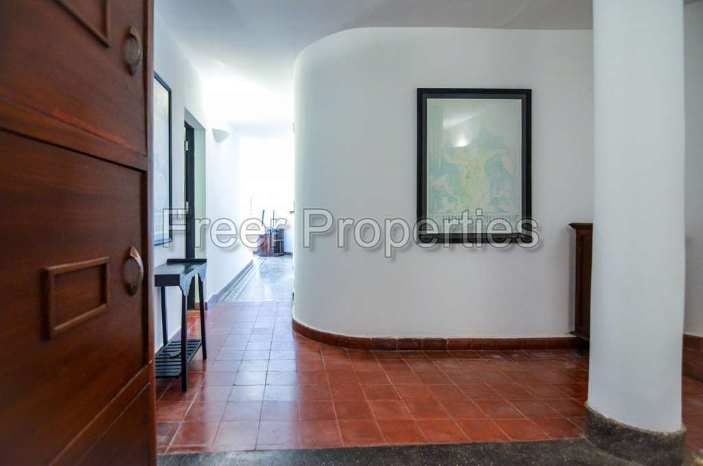 2 – 3 bedroom Art Deco apartment for rent Riverside