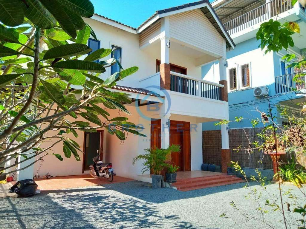 Siem Reap Three  bedrooms house for rent with garden