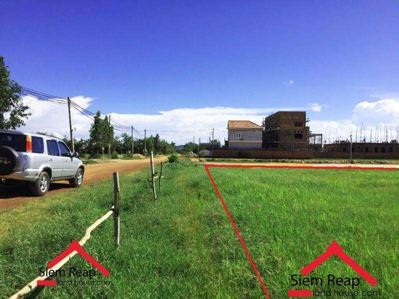 Nice plot land with two roads for sales ID: LFS-124
