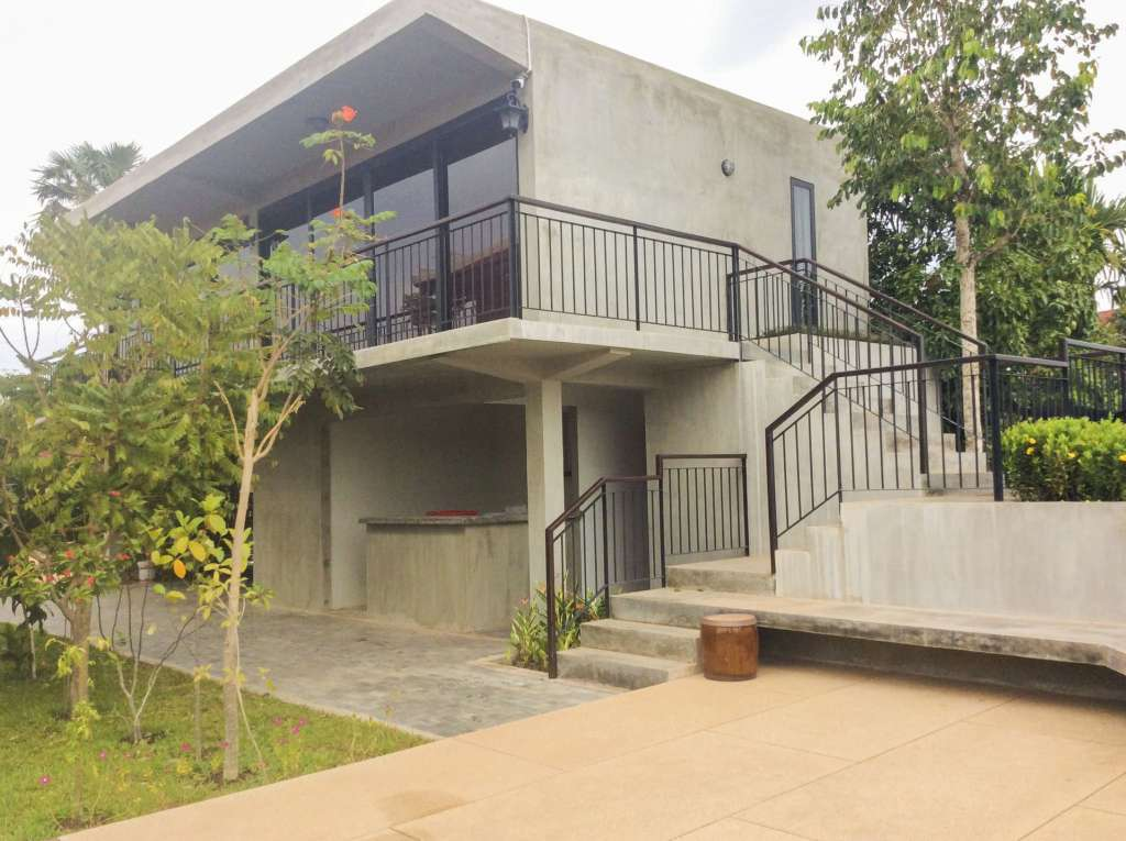 Beauty full wooden and concrete villa for Rent 2k per month ID code: HFR-303