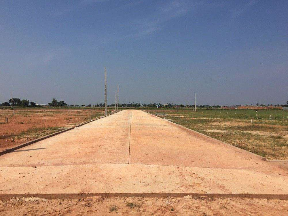 Land for sale at Boss Kralanh village Sangkat Chreav Hard title