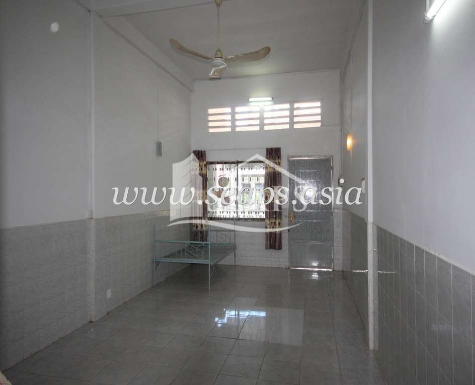 LARGE HOUSE FOR RENT , GOOD LOCATION IN BKK 1