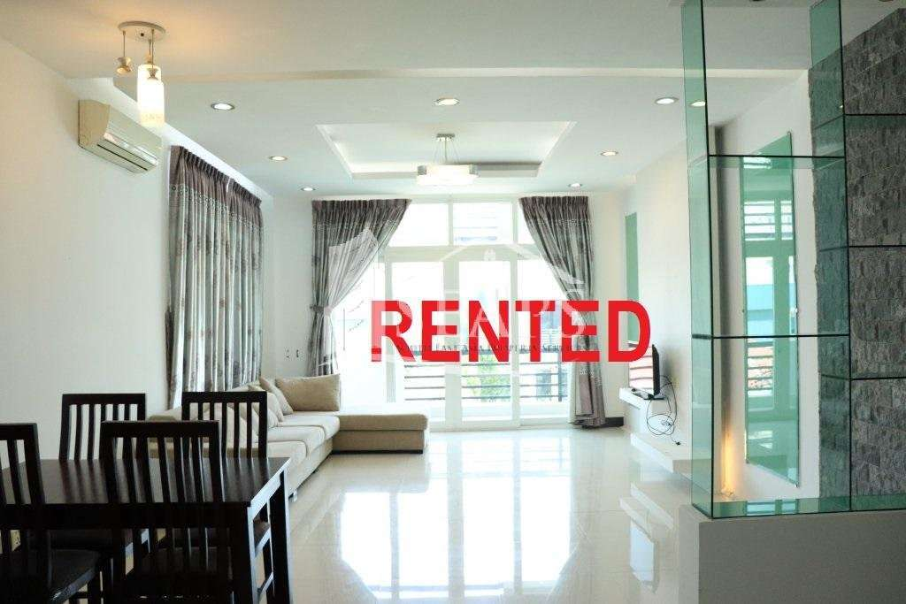 QUIET AND SPACIOUS 2 BEDROOMS APARTMENT