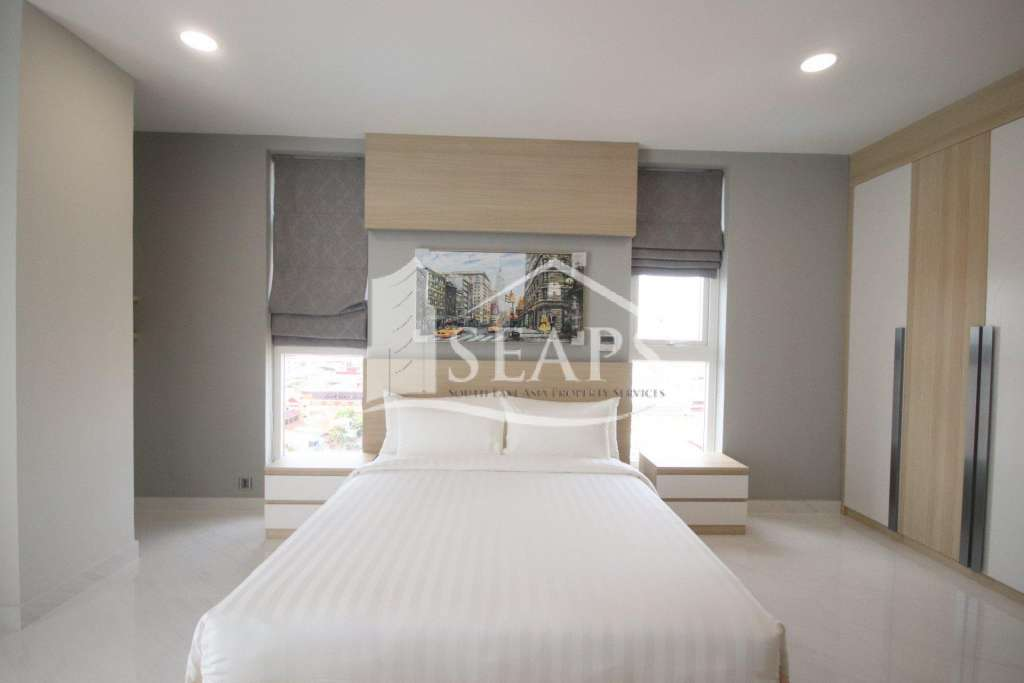 MODERN AND SPACIOUS - 3 BEDROOM APARTMENT - BKK2