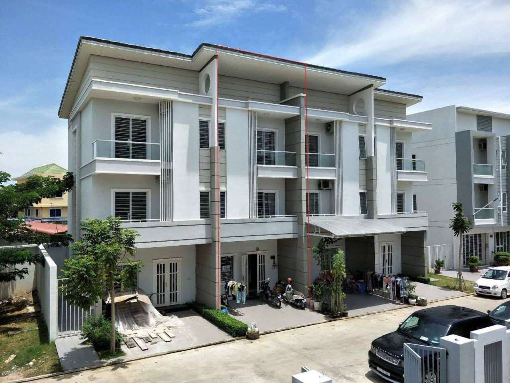 Beautiful Link VIlla for Sale in Khan Sen Sok , Phnom Penh