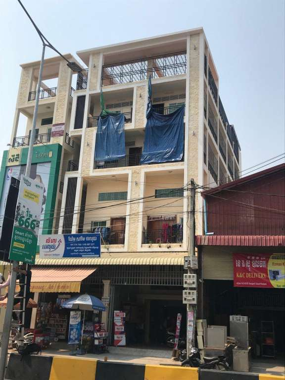 Luxury Flat House on main road for Rent at Toul Songkae