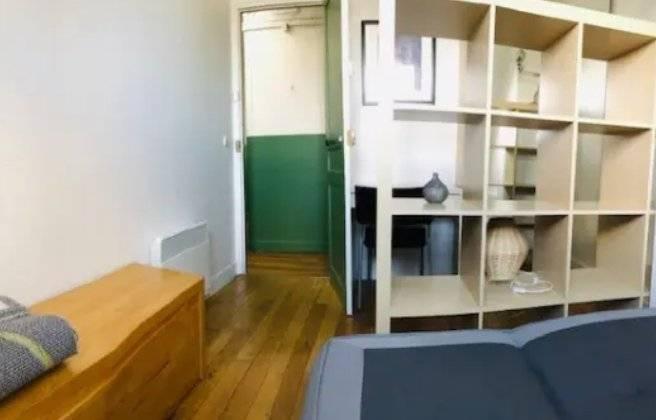 Paris 7ème, Studio comprenant 3 chambres de services meublées non communicantes