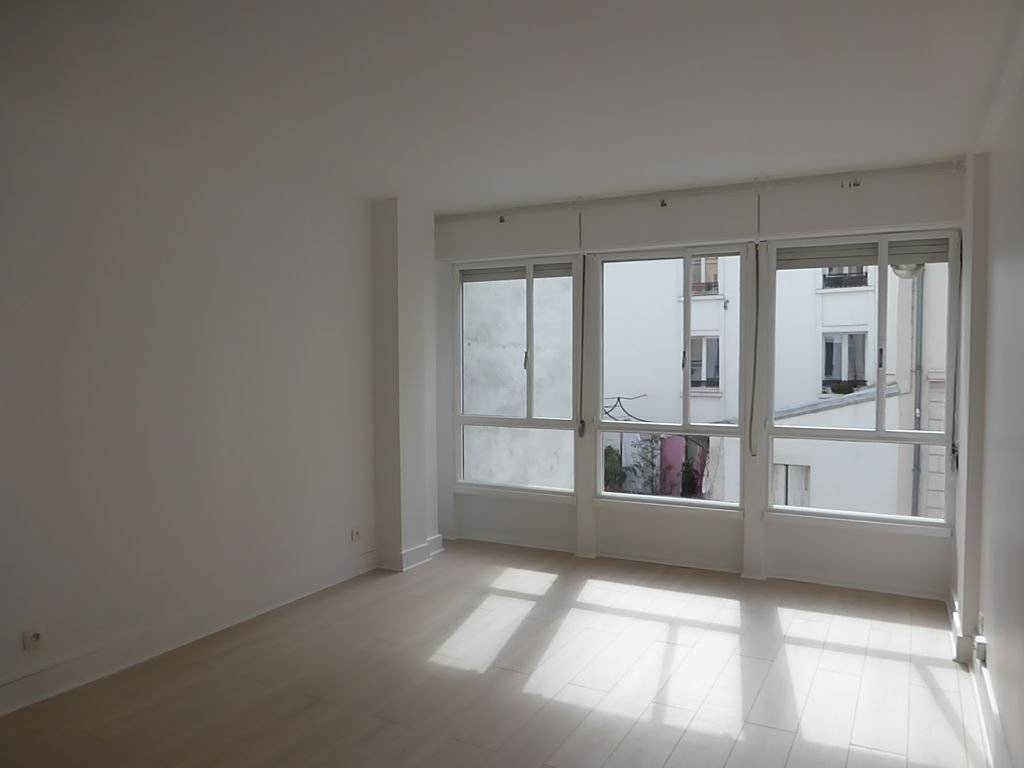 Appartement PARIS 18 - 1 pièce(s) - 30 m2