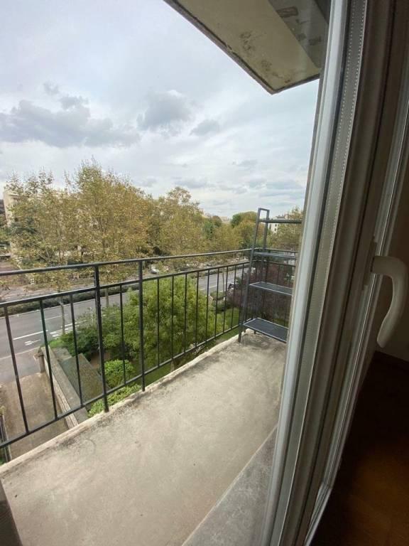 Grand appartement à Neuilly sur Seine avec balcon et parking