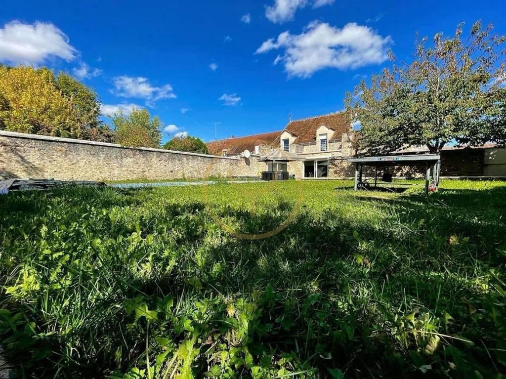 Maison en pierre de 7 pièces 180m²