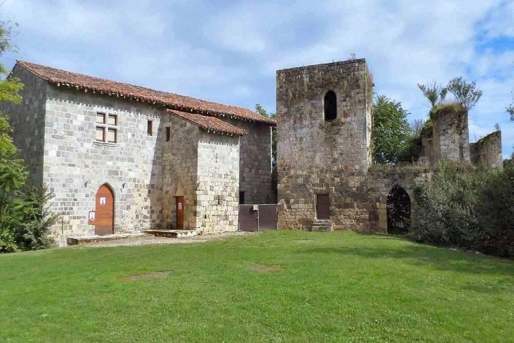 Proche Agen un Château avec son appartement de standing