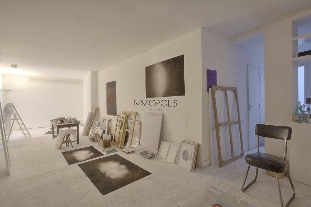 Atelier insonorisé / Open - space de 49 M² environ bien placé à Montmartre !