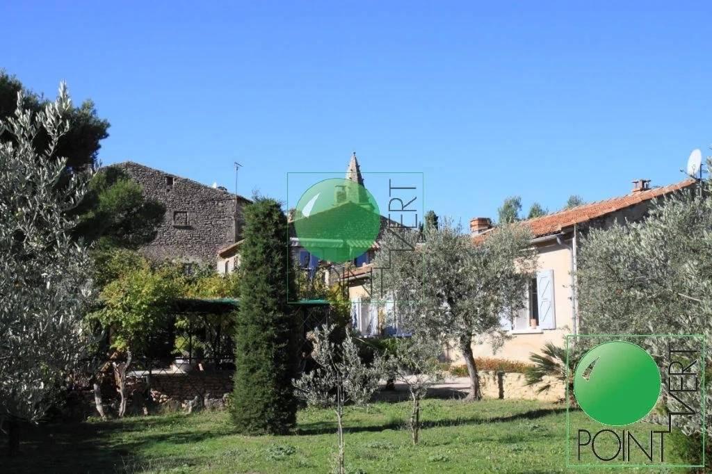 Ensemble immobilier avec Bastide à rénover, 2 villas, terrain et piscine.